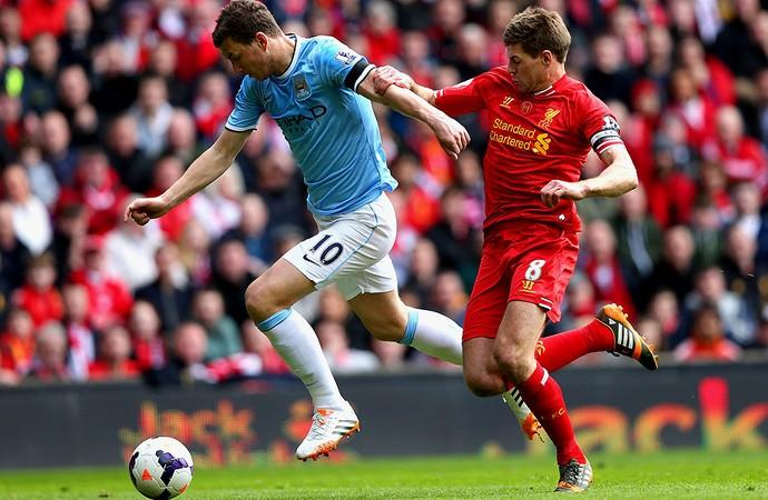 Dzeko Manchester City e gerrard Liverpool (Foto: Agência EFE)