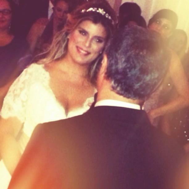 Samara Felippo posta foto com o rosto de felicidade da noiva (Foto: Reprodução/Instagram)