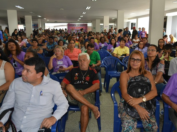 Profissionais da educação se reuniram com deputados e senadores de Rondônia (Foto: Hosana Morais/G1)