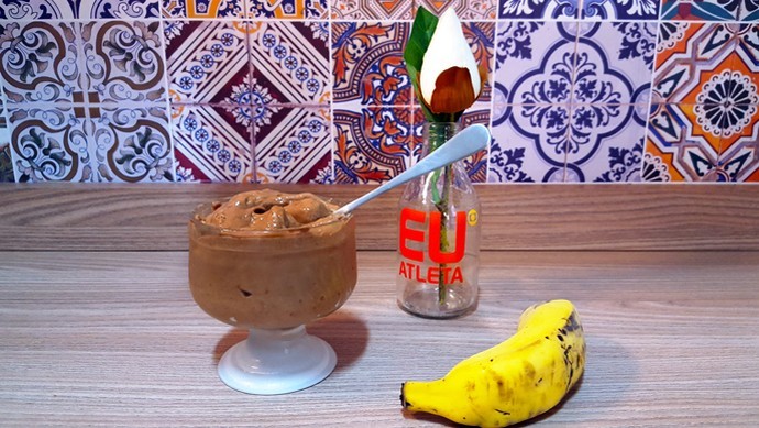 EuAtleta Receita Vídeo Sorvete Banana_690 (Foto: Eu Atleta | Arte | fotos: Renata Domingues)