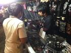Feira agropecuária vira evento lucrativo para ambulante roqueiro