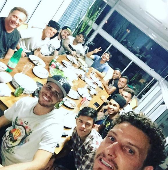 """BLOG: Jogadores do Santos se reúnem na casa de Elano: """"Time do bem"""""""