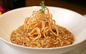 Risoto de costela bovina e onion rings