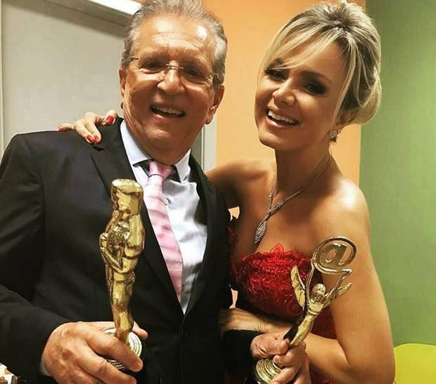 Carlos Alberto Nóbrega e Eliana nos bastidores do Troféu Imprensa (Foto: Reprodução/Instagram)
