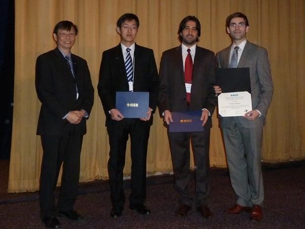 Quando estava no MIT, Elison recebeu o prêmio 'IEEE George Smith Award' de melhor paper publicado no ano de 2012 no periódico 'IEEE Electron Device Letters' (Foto: Elison Matioli/Arquivo Pessoal)