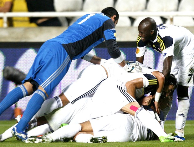 comemoração do Fenerbahçe contra o Limassol, AP (Foto: Agência AP)