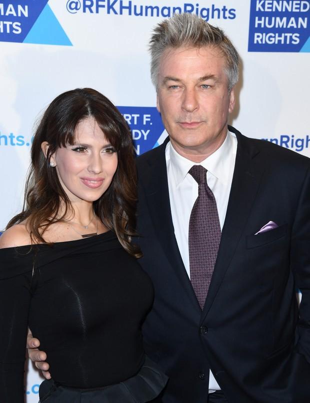 Hilaria Thomas e Alec Baldwin em evento em Nova York, nos Estados Unidos (Foto: Angela Weiss/ AFP)