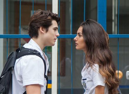 Luciana pede explicação para Rodrigo e leva um fora