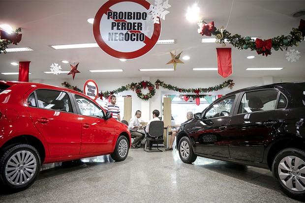 EC Rio de Janeiro (RJ) 02/01/2014 Venda de carros com novo IPI -  Distac Volkswagen, em Laranjeiras. Foto Mônica Imbuzeiro /Agência O Globo (Foto: O Globo)