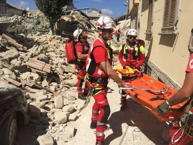 Cruz Vermelha já enviou funcionários e voluntários para trabalhar nas operações de resgate (Foto: Divulgação/Croce Rossa Italiana)