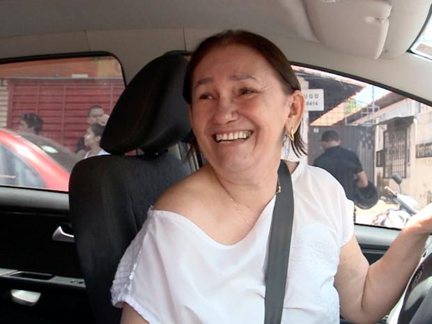ENEM 2015 - DOMINGO (25) - TERESINA (PI) - Mulher comemora por ter dado tempo de candidata chegar para fazer Enem (Foto: Reprodução/TV Clube)