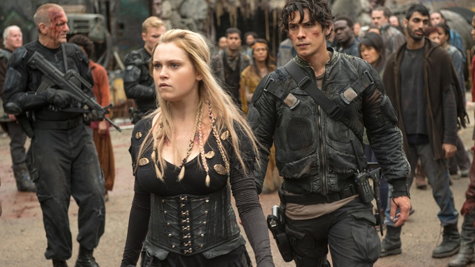 "The 100 -- ""Echoes"" -- Image HU401a_0238 -- Pictured (L-R): Eliza Taylor as Clarke and Bob Morley as Bellamy -- Credit: Diyah Pera/The CW -- © 2016 The CW Network, LLC. All Rights Reserved (Foto: Diyah Pera/THE CW)"