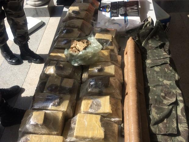 PM realiza operação em comunidades e faz apreensão de armas e drogas (Foto: G1 RN)