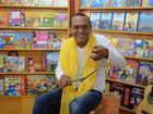Artista incentiva leitura contando histórias antigas para crianças no AP