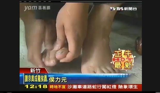 Em julho, uma taiwanesa pediu o divórcio por causa do mau cheiro de seu marido. Na decisão judicial, o tribunal assinala que os filhos do casal confirmaram que seu pai não só tinha os pés muito fedorentos, como também não costuma tomar banho com frequência e não contribuía em nada para a manutenção da família. (Foto: Reprodução)