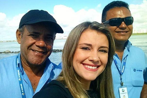 Priscilla Bitencourt ao lado dos colegas de trabalho (Foto: Instagram / Pritebi)