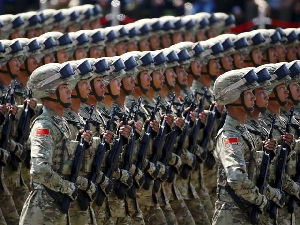 Soldados do Exército Popular da China (Foto: Damir Sagolj / Reuters)