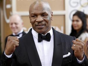 Mike Tyson no tapete vermelho do 71º Globo de Ouro, que acontece neste domingo (12), em Los Angeles. (Foto: REUTERS/Mario Anzuoni)