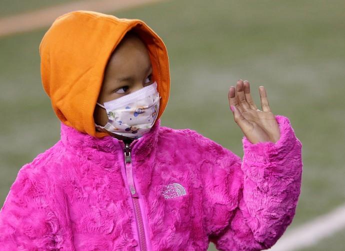 homenagem Cleveland Browns e Cincinatti Bengals para a filha do jogador Devon Still, Leah Still (Foto: AP)