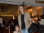 Luiza Valdetaro leva a filha ao musical da Disney no Rio