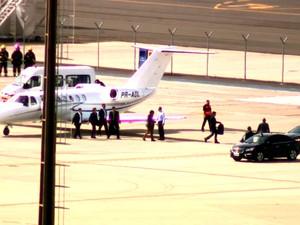 Comitiva da presidente afastada Dilma Roussef desembarca no aeroporto de Viracopos, em Campinas (Foto: Marcio Campos/ EPTV)