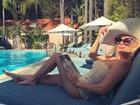 Ludmila Dayer celebra aniversário na beira da piscina de hotel de luxo