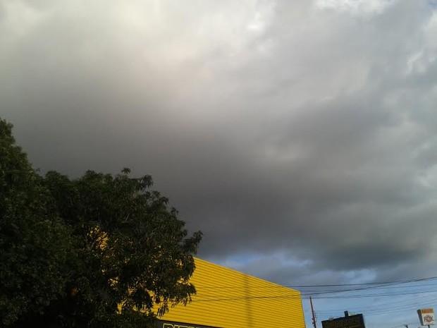 O céu deve ficar nublado e há possibilidade de chuvas para todo o estado de Rondônia, nesta quinta-feira, 28 (Foto: Suzi Rocha/G1)