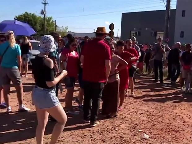 Servidores municipais fazem manifestação em Cachoeirinha (Foto: Reprodução/RBS TV)