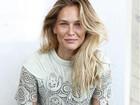 Grávida, modelo Bar Refaeli posa sem maquiagem: 'Ao natural'