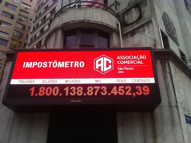 Painel do Impostômetro, no Centro de São Paulo, na tarde desta segunda-feira (29). (Foto: Divulgação/ACSP)