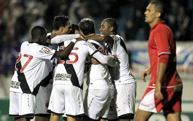 Edmilson comemora gol Boa Esporte x Vasco (Foto: Marcelo Sadio / Site Oficial do Vasco)