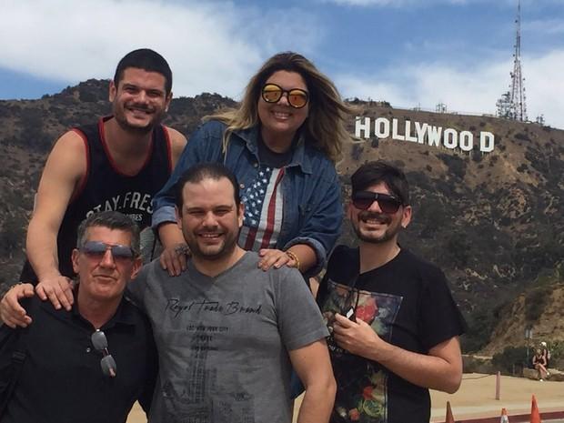 Fabiana Karla, o namorado, Bruno Muniz, e amigos, em Hollywood (Foto: Arquivo Pessoal)