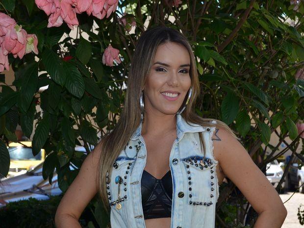 Katê apresenta música nova em participação no Forró do Nana (Foto: Marina Fontenele/G1)