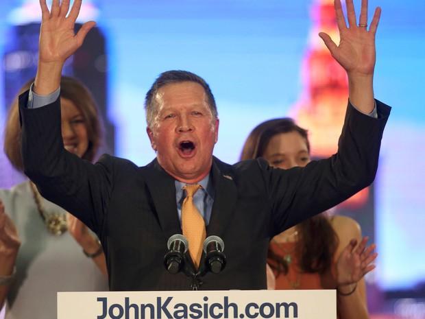 John Kasich comemora com eleitores sua vitória nas primárias de Ohio, durante discurso em Berea, na terça (15) (Foto: Reuters/Aaron Josefczyk)