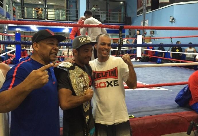 BLOG: Atletas olímpicos, cubanos do boxe tietam José Aldo em academia no Rio de Janeiro