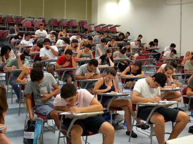 Candidatos realizam prova da segunda fase do vestibular da Unicamp, em Campinas (Foto: Fernando Pacífico / G1 Campinas)