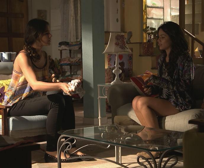 Bruna e Mari conversam e logo se entendem (Foto: TV Globo)