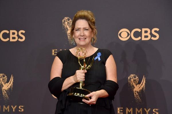Ann Dowd brilhou em The Handmaid's Tale e levou o Emmy de Melhor Atriz Coadjuvante em Série Dramática (Foto: Getty Images)