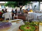 Esquecidos por parentes, idosos comemoram Natal com jantar em RO