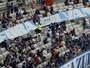 À procura de reforços, dirigente apoia Bento e comenta protestos da torcida