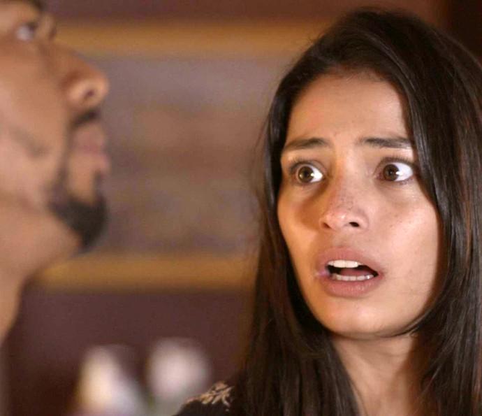 Krica fica assustada com a reação de Nanda (Foto: TV Globo)