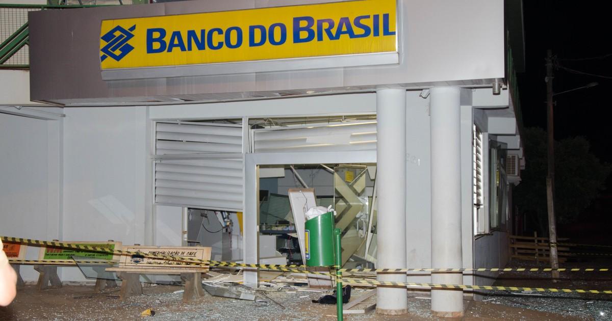 Fotógrafo registra cenas seguintes a explosão em banco no norte ... - Globo.com
