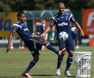 Lucas Taylor Vitor Hugo Palmeiras (Foto: Cesar Greco / Ag. Palmeiras / Divulgação)