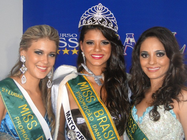 Jakeline Oliveira, candidata de Mato Grosso, foi eleita a Miss Brasil Globo; Caroline Stefanie, do Pará, ficou em segundo lugar; Emanuele Pamplona, de Santa Catarina, ficou em terceiro lugar (Foto: Divulgação/Octávio D'Ávila)