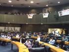 Taxistas são recebidos por vereadores na Câmara de SP