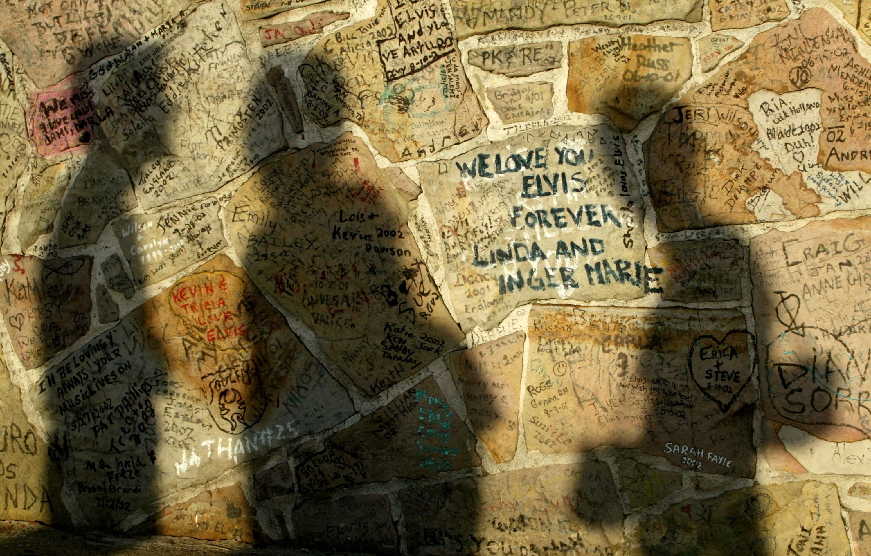 Muro na propriedade de Graceland (Foto: Getty)