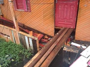 Morador levantou piso de casa por três vezes acima do nível da água, em Macapá (Foto: John Pacheco/G1)