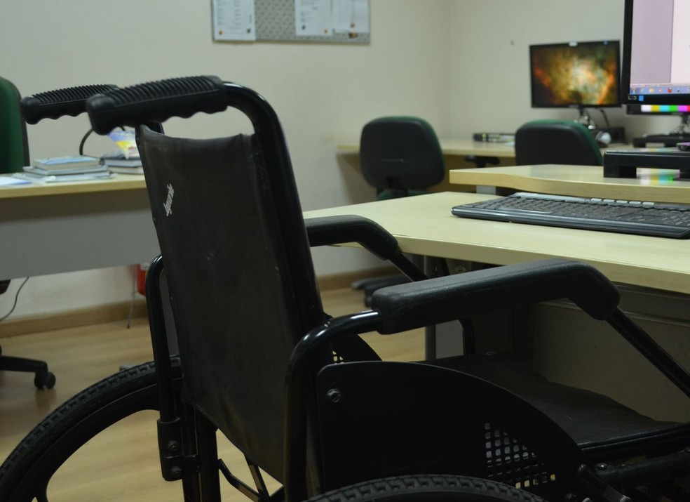 SMTT faz cadastramento de pessoas com deficiência.  (Foto: Anderson Barbosa/G1)