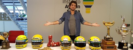 Capacete, troféus e carro: relíquias de  Senna (divulgação)