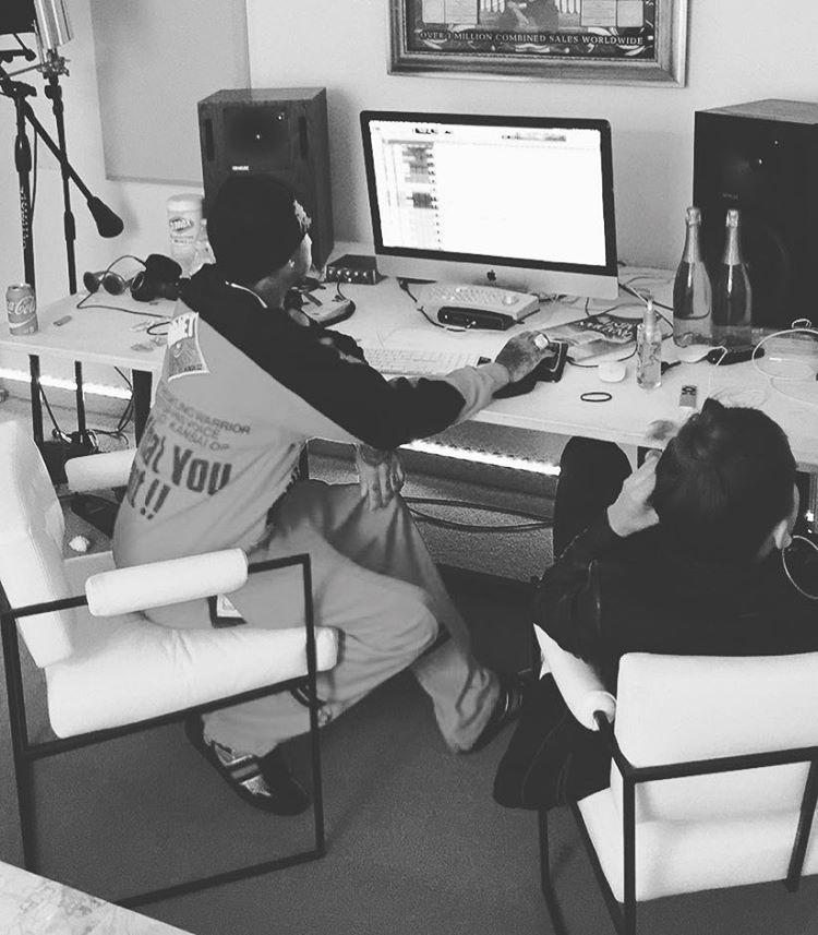 Anitta postou foto em um estúdio com Tyga nesta quinta-feira (11) (Foto: Instagram/Reprodução)